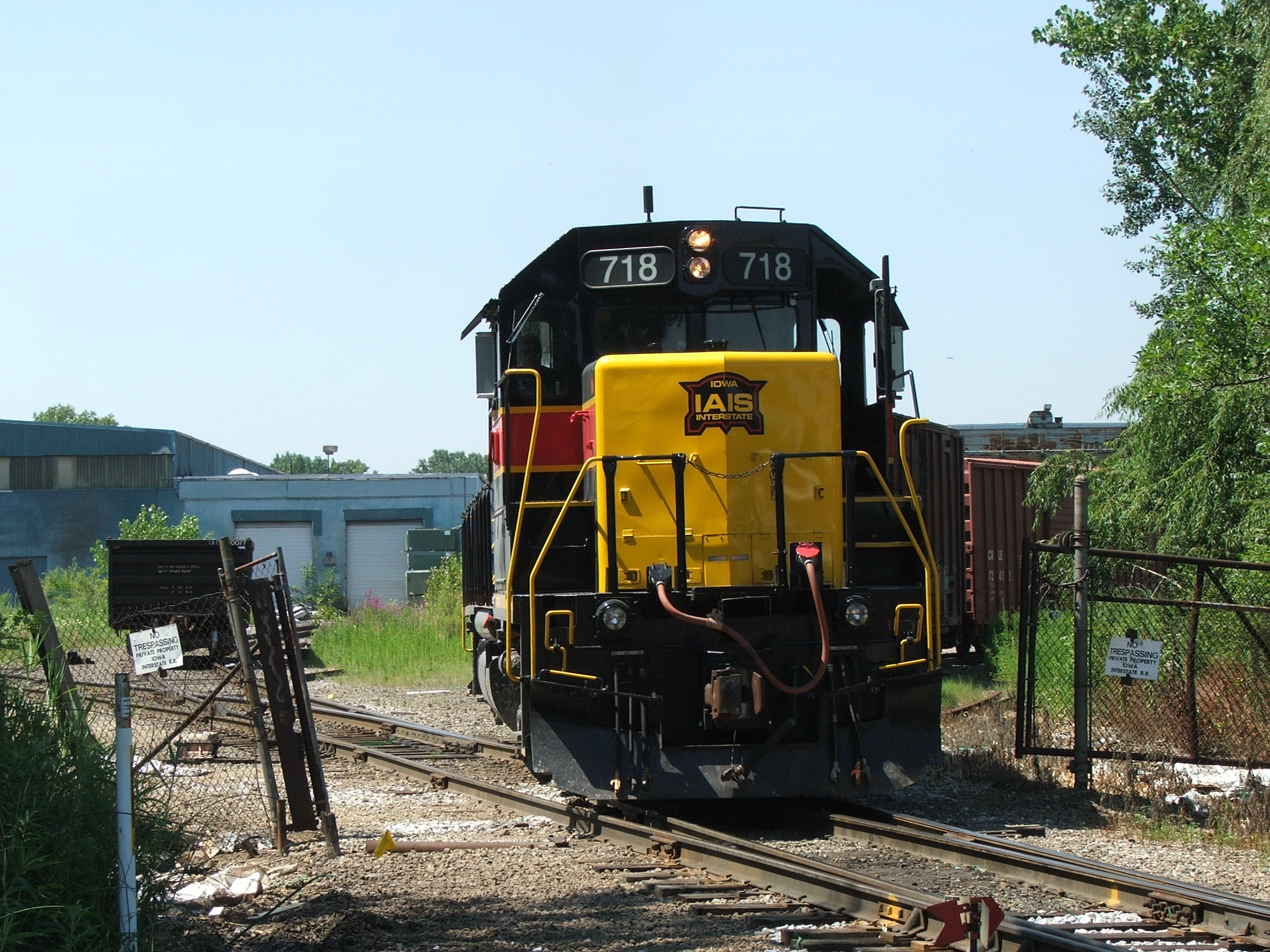 Iowa 718 shoves a cut of cars into Evans Yd. 07-30-07