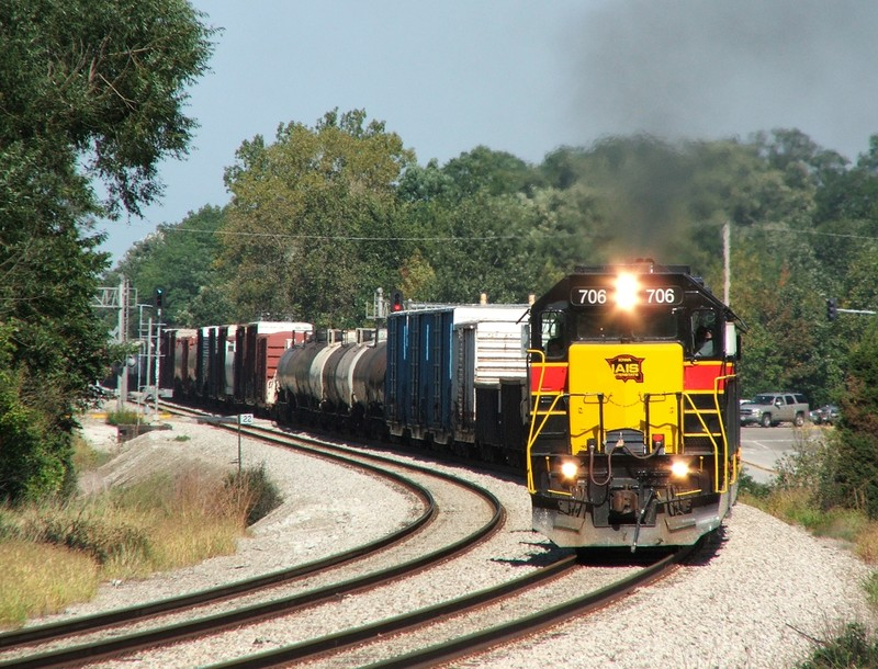 BICB with 706, 717, and 711 grinds around the bend into Tinley Park on a beautiful early autumn day. 09-25-06