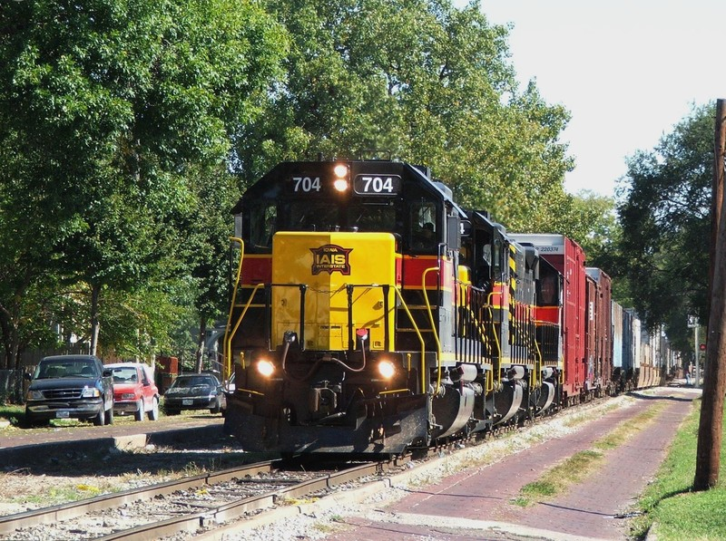 In my first trip to the Quad Cities, I got treated to a late running BICB as Iowa 704 takes to the streets of Davenport. 10-08-05