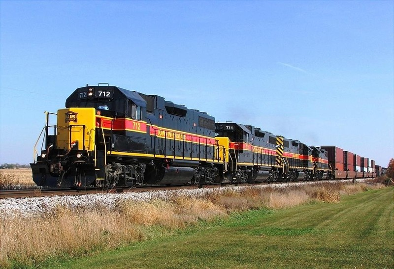 A set of 4 clean 700's roll through the Iowa country side just outside of the town of Wilton with BICB. 10-29-08