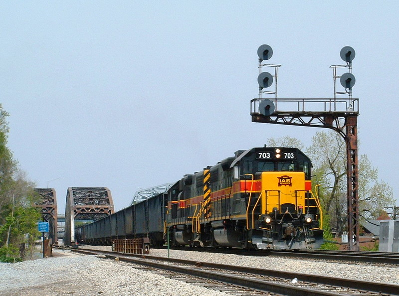 Iowa 703 and 718 double team the westbound as they pass under one of the three vintage RI cantilevers remaining. 05-07-05