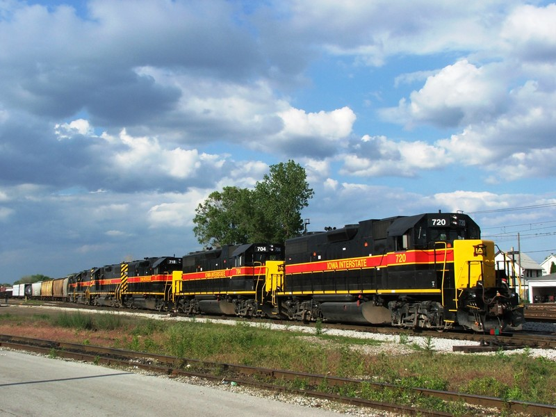 BICB pulls down to the signal with 6 units and a huge 8500 ft train. 05-28-05
