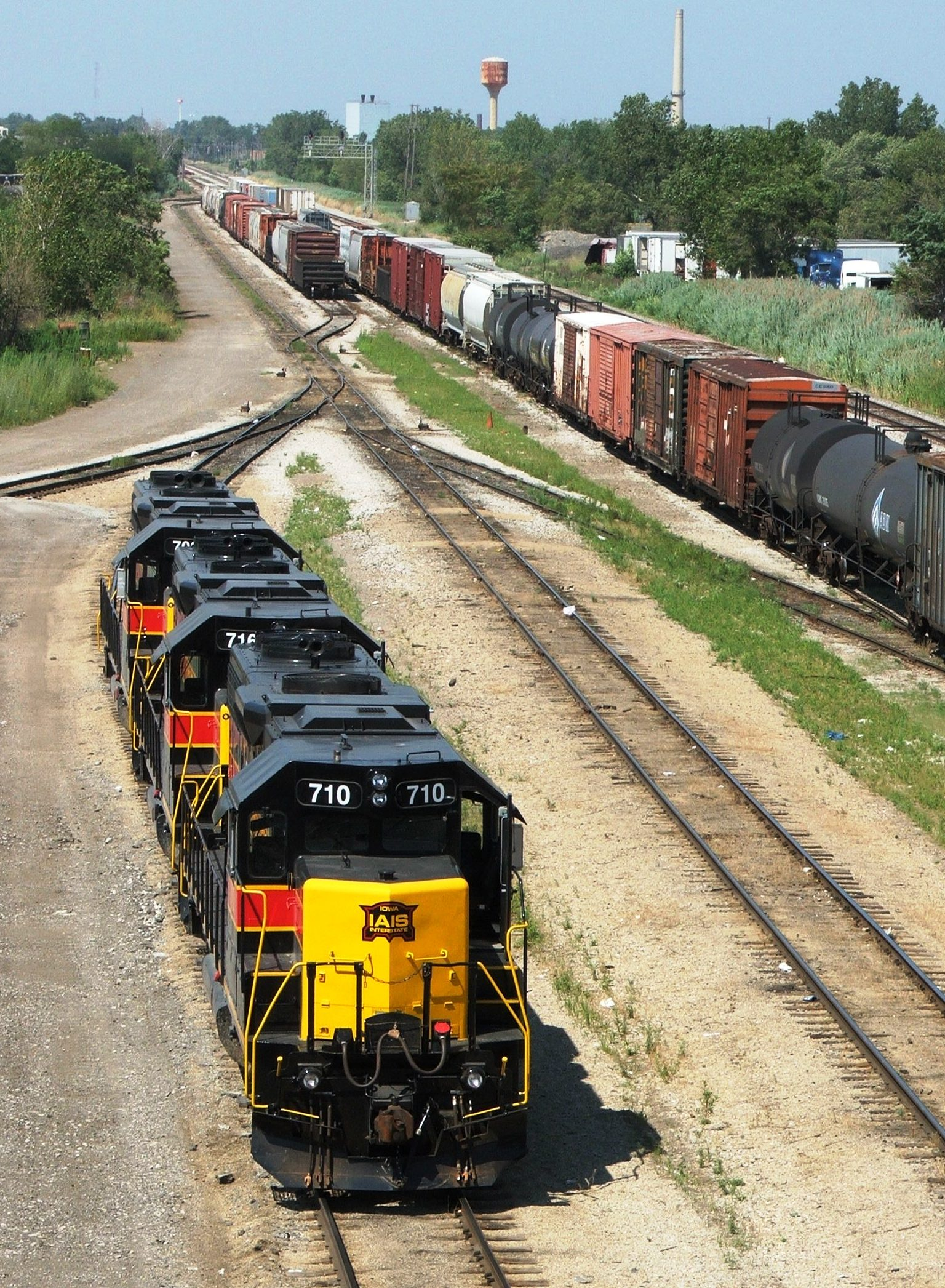 Iowa 710, 716, and 708 patiently wait for their outbound BICB crew after a BISW crew assembled the train... 07-24-05