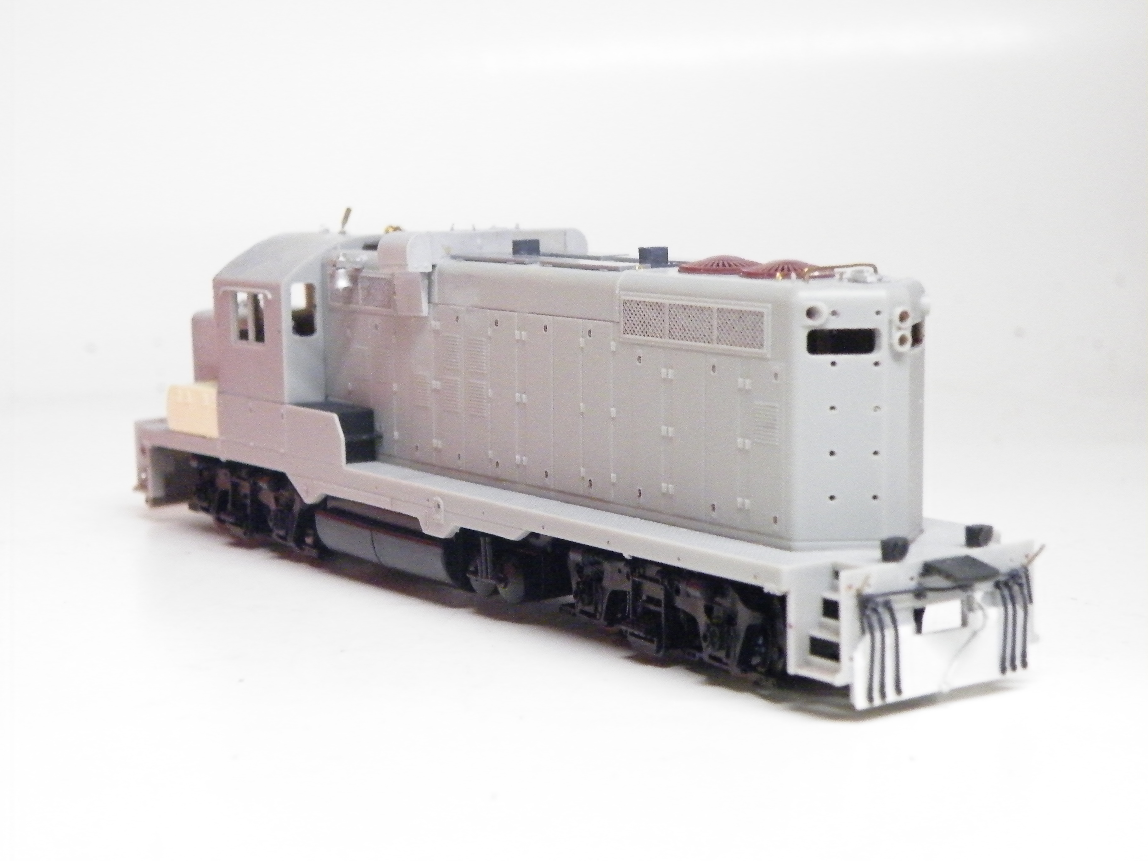 The rear end of 483, showing filed down side skirts, and new rear pilot plate made of styrene. The this image, the unit is missing the two rear grab irons on the pilot plate, rear ditch lights, and a second set of exhaust stacks I had yet to purchase.