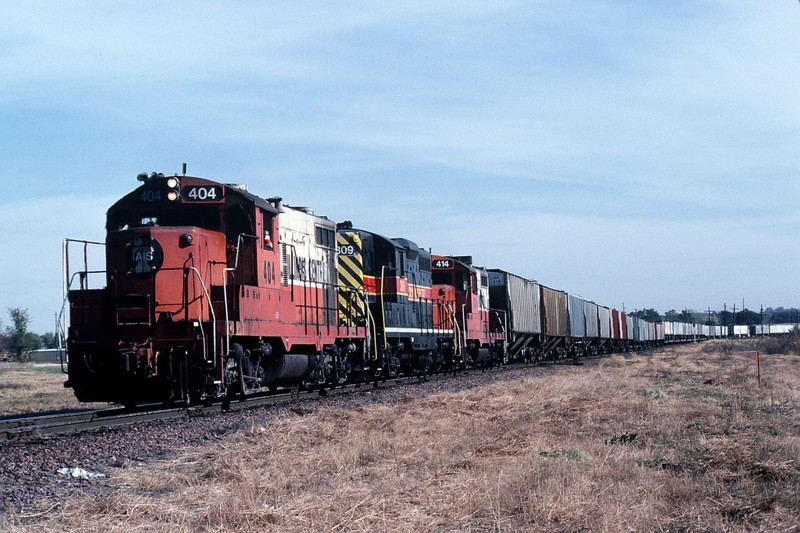 404, 309, and 414 drag the BICB past the west end of the UP Des Moines yard. Nov-1989.