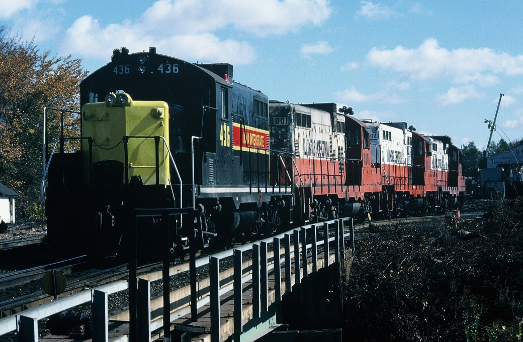 436, 8001, 8014, and 8113 back into the Iowa City Yard. 21-Oct-87