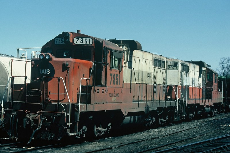 7851 and 8073 in the Iowa City yard. 22-April-86.