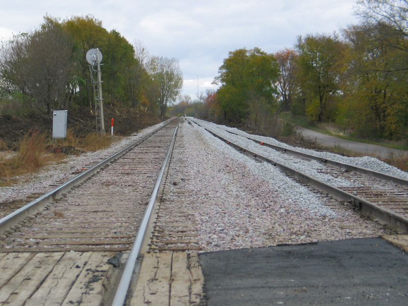 Looking east, in the middle of Grinnell siding, mp 302.  The signal is the westbound approach to Grinnell interlocking.  Oct. 24, 2005.