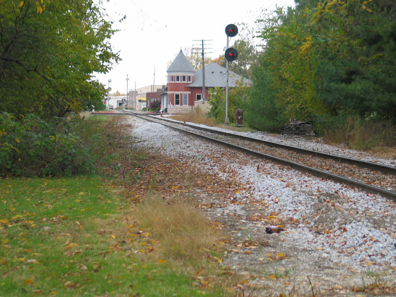 Westbound home signal at Grinnell, Oct. 24, 2005.