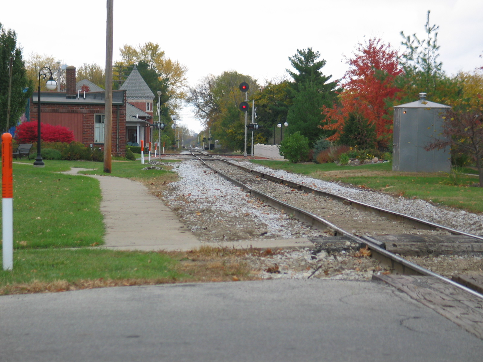 Eastbound home signal at Grinnell, Oct. 24, 2005.